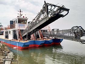 湖北  前收前卸型割草保洁船
