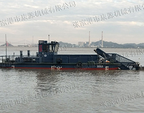 浅水区垃圾打捞船